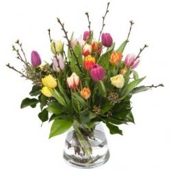 Boeket tulpen met bloesem